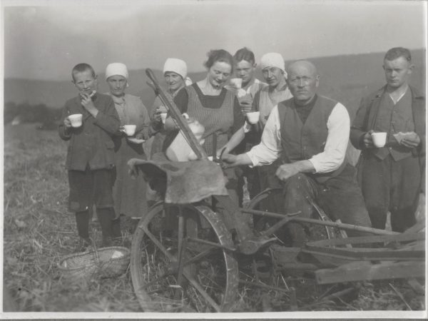 07 Kaffepause auf dem Feld bei Sirrin